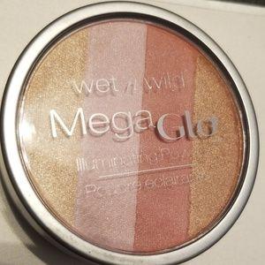 wet n wild Makeup - 5/25 bundle. Wetnwild Megaglow illuminating powder